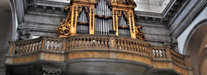 organo de tubos de la basilica de san juan de los florentinos en Roma