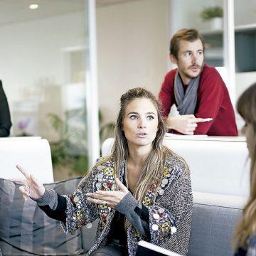 Trabajadores jóvenes oficina