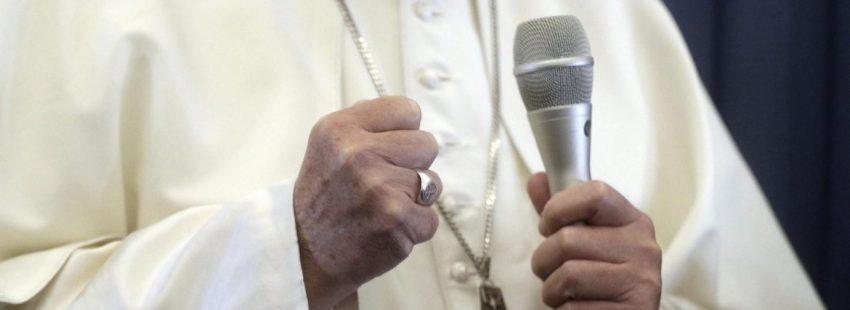 El Papa, en la rueda de prensa durante el vuelo de regreso de Dublín/EFE