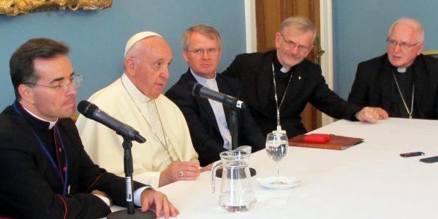 El papa se reune con jesuitas en irlanda durante su viaje a dublin para el encuentro mundial de las familias emf