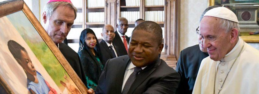 Francisco con el presidente de Mozambique