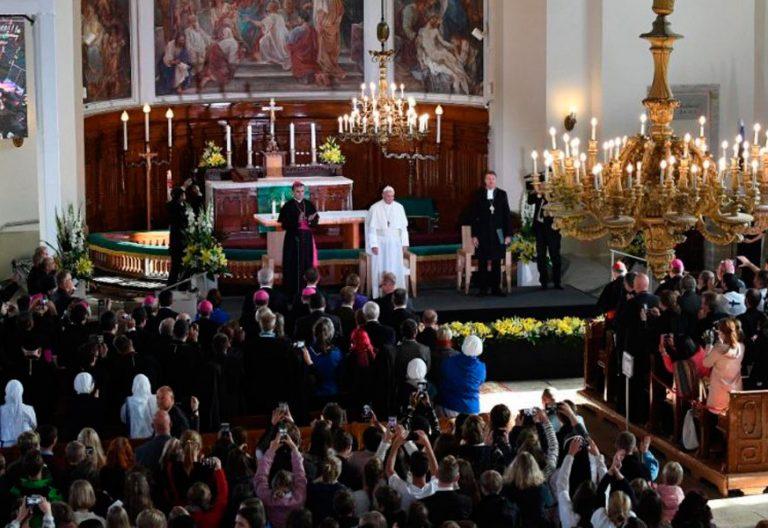 El papa Francisco con los jóvenes en Estonia