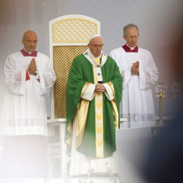 El Papa, durante la misa celebrada en la ciudad lituana de Kaunas/EFE