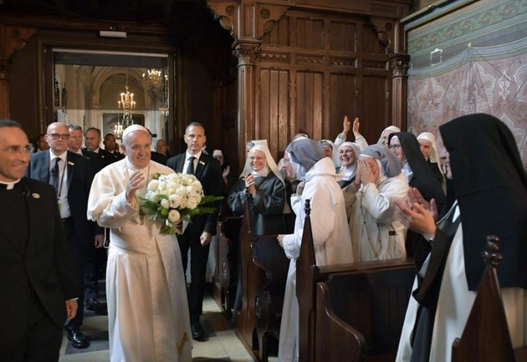 El Papa Francisco, durante su encuentro con los consagrados lituanos en Kaunas/EFE