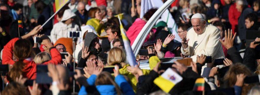 El Papa se dio un baño de multitudes en su eucaristía en Kaunas/EFE
