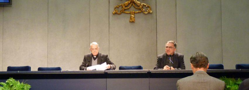 Federico Lombardi y Thomas Rosica