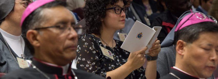 Una joven, durante el Sínodo de los Jóvenes/CCE