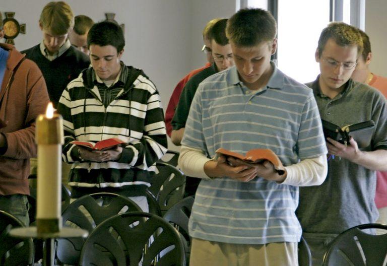 Seminaristas durante una celebración