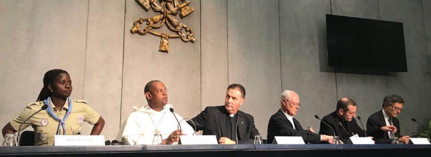 Ángel Fernández Artime, rector mayor de los Salesianos, en el Sínodo