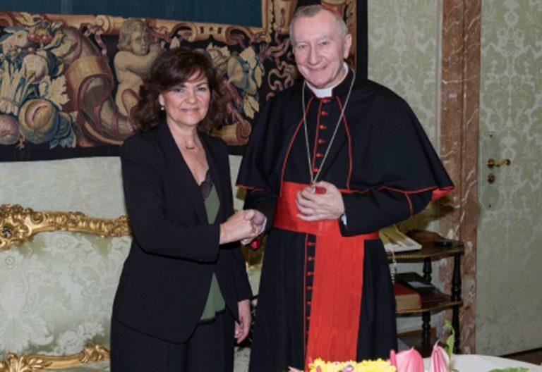Carmen Calvo, vicepresidenta del Gobierno, con el cardenal secretario de Estado, Pietro Parolin