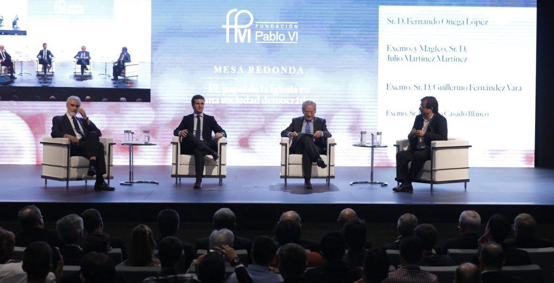 Julio Martínez, Pablo Casado, Fernando Ónega y Guillermo Fernández Vara, en el Congreso La Iglesia en Democracia/JESÚS G. FERIA