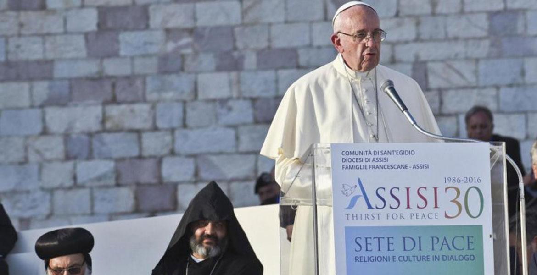 El papa Francisco en Asís, para conmemorar el 30º aniversario de los Encuentros de Asís