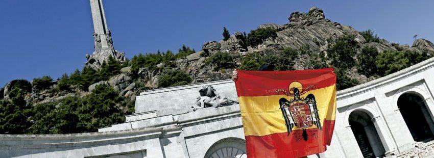Una bandera en el Valle de los Caídos Franco
