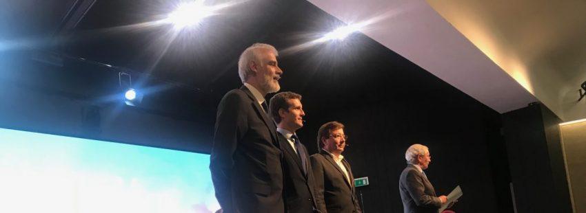 Julio Martínez, Pablo Casado, Guillermo Fernández Vara y Fernando Ónega, en el Congreso La Iglesia en Democracia/JESÚS G. FERIA