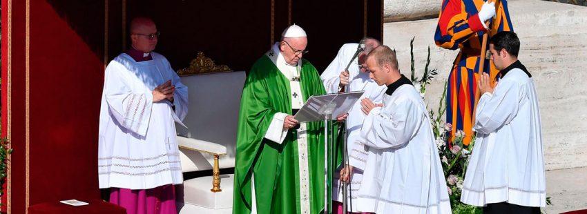 El papa Francisco, en la misa de apertura del Sínodo de los Jóvenes
