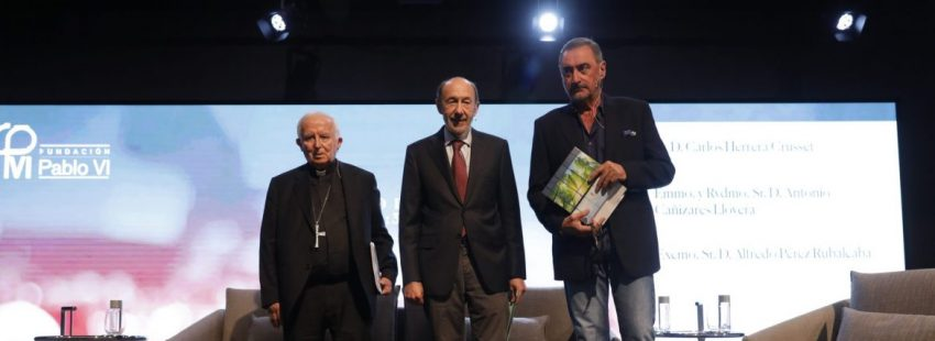 El cardenal Antonio Cañizares, Alfredo Pérez Rubalcaba y Carlos Herrera/JESÚS G. FERIA