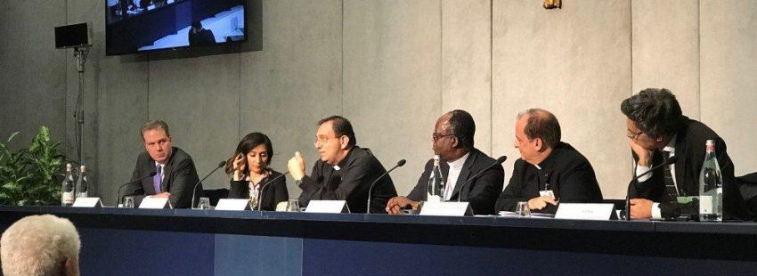 Rueda de prensa 19 de octubre sínodo de los obispos sobre el uso de internet en la Iglesia