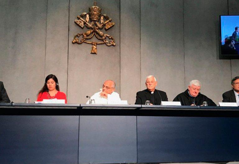 Briefing de prensa en el Vaticano con motivo del Sínodo sobre los jóvenes
