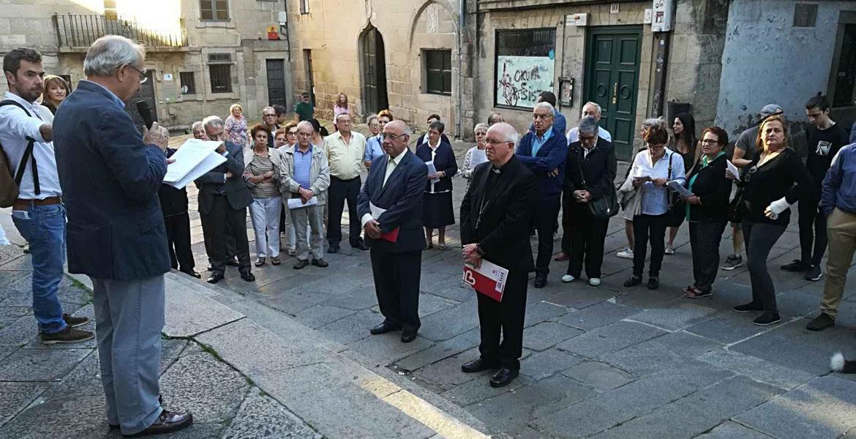 Vigilia de oración en Santiago de Compostela por el trabajo decente con presencia de su arzobispo, Julián Barrio (2017)