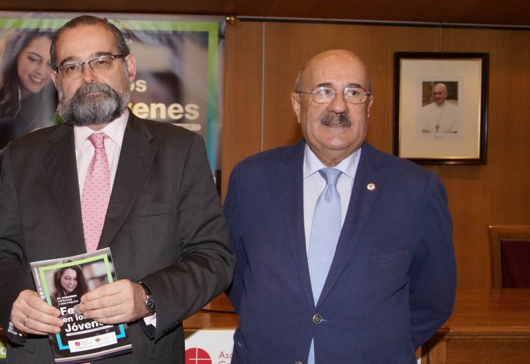 Alfonso Bullón de Mendoza (izda.), presidente de la ACdP, con Rafael Ortega, director del Congreso Católicos y VIda Pública en la presnetación de este, en noviembre de 2018