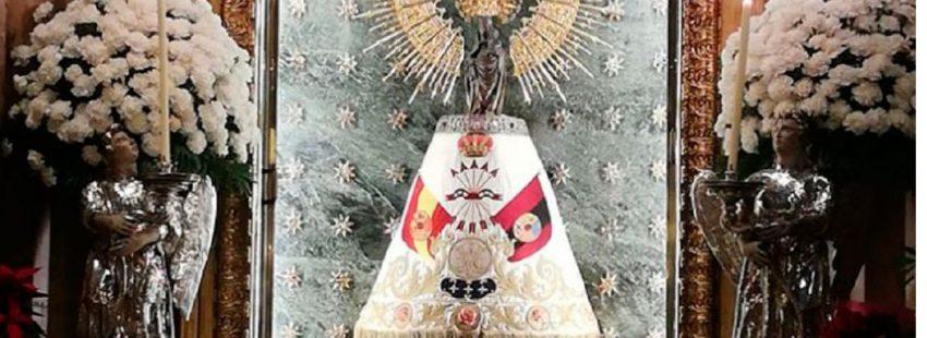 Ponen un manto de la Falange a la Virgen del Pilar en Zaragoza