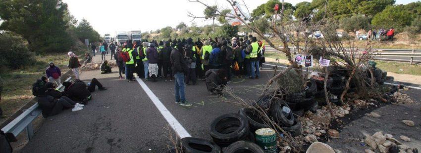 El corte de tráfico organizado por los Comités de Defensa de la República (CDR) en la AP-7 en Tarragona/EFE