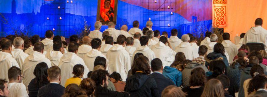 Meditación del mediodía de los particiapntes en el Encuentro Europeo de Jóvenes que se celbra en Madrid dfel 28 de diciembre al 1 de enero, organizado por la comunidad de Taizé