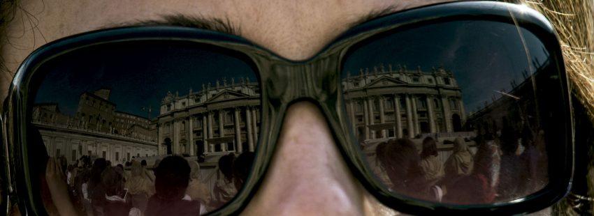 Mujer en el Vaticano