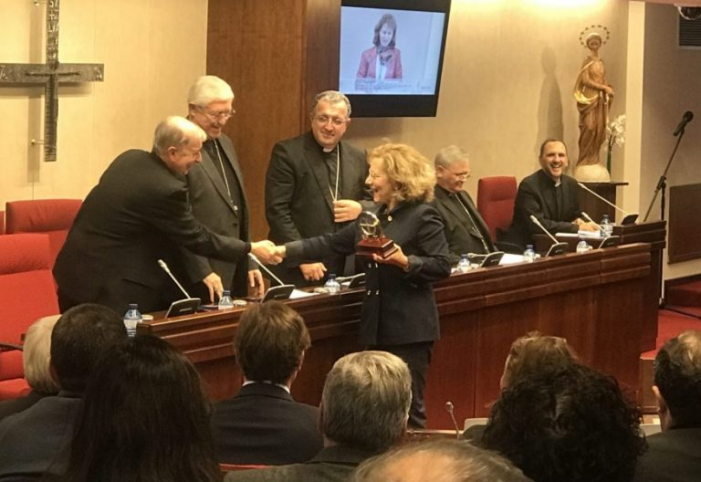 La periodista Elsa González recoge el premio Bravo