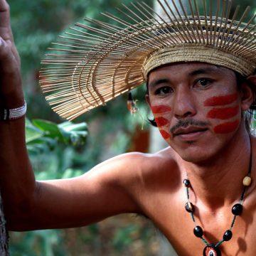 Jeremias Oliveira, joven líder indigena de la etnia mura, en la amazonía brasileña, durante la escuela de foramción en derechos humnaos de la REPAM y Cáritas Española, en Jaér, Perú, en noviembre de 2018