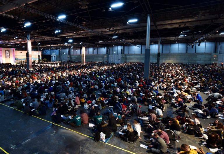 Última oración del encuentro europeo de jóvenes de Taizé en Madrid