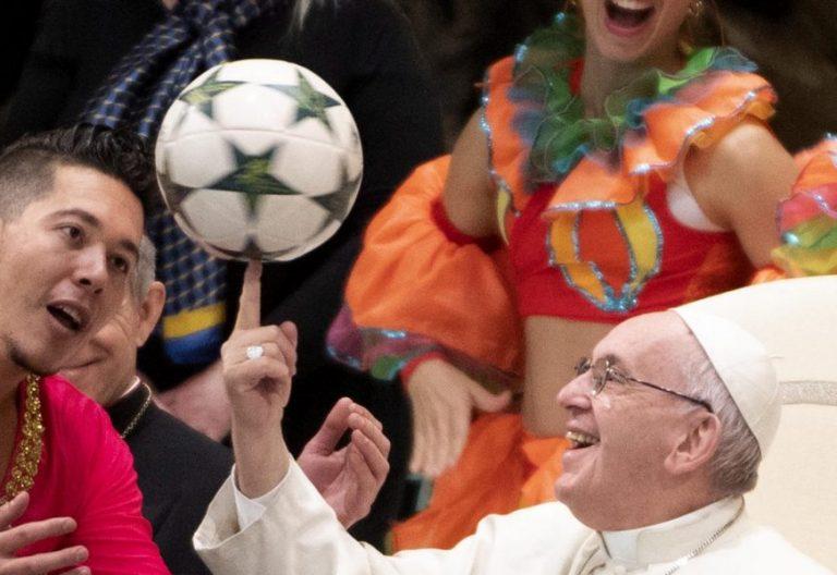El Papa, en la audiencia general, con el Circo de Cuba/EFE