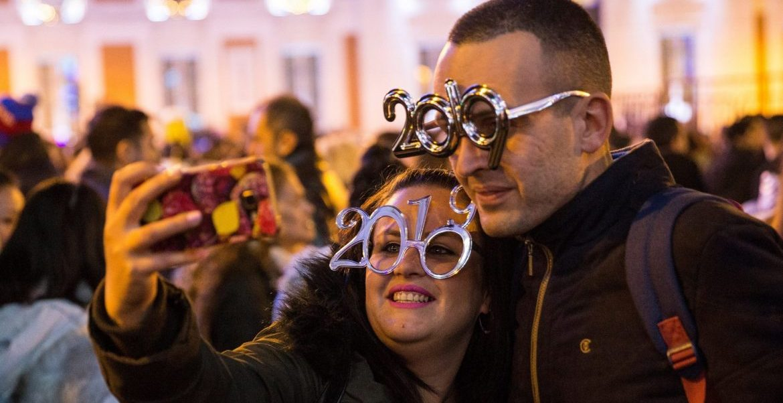 Una pareja celebra la llegada de 2019 en la Puerta del Sol/EFE