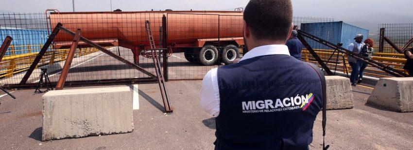 Guardia Bolivariana bloquea puente en frontera con Colombia para evitar paso de ayuda humanitaria