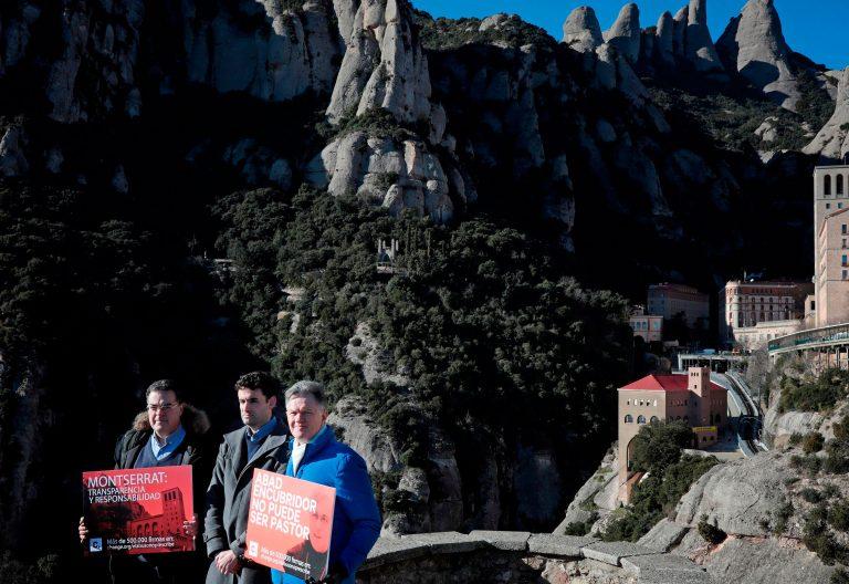Víctimas de abusos se manifiestan en el Monasterio de Montserrat