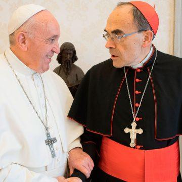 El papa Francisco, con el cardenal arzobispo de Lyon, Philippe Barbarin