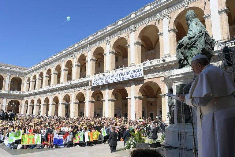 El papa Francisco en su visita al Santuario de Loreto