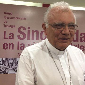El cardenal Baltazar Porras en el encuentro por los 40 años de Puebla