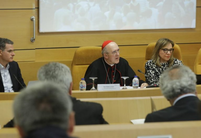 El cardenal Carlos Osoro, Teresa Compte y Rafael Luciani
