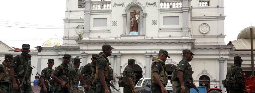Aftermath of recent blasts at St. Anthony's Church, in Colombo Colombo (Sri Lanka), 27/04/2019.- Security personnel patrol outside St. Anthony's Church, one of the sites of recent blasts, in Colombo, Sri Lanka, 27 April 2019. According to reports, security was on high alert in the mosques and churches across Sri Lanka after at least 259 people were killed and hundreds more injured in a coordinated series of blasts during the Easter Sunday service at churches and hotels on 21 April 2019. EFE/EPA/M.A. PUSHPA KUMARA