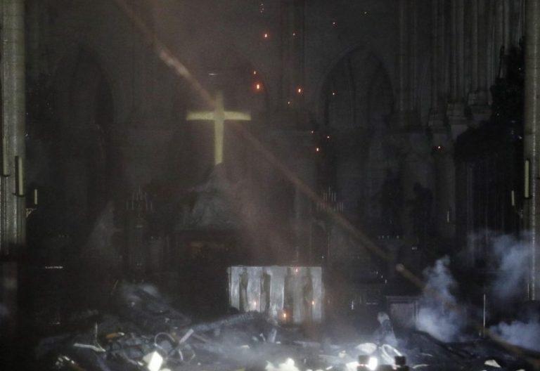 Vista interior de la catedral de Notre Dame, en París (Francia), tras el incendio/EFE