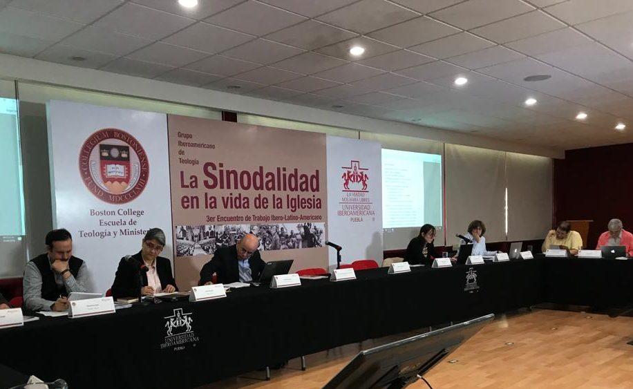 El Grupo Iberoamericano de Teología, en una de las sesiones del Encuentro de Puebla