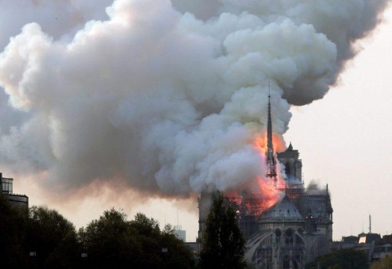 La catedral de Notre Dame, durante el incendio