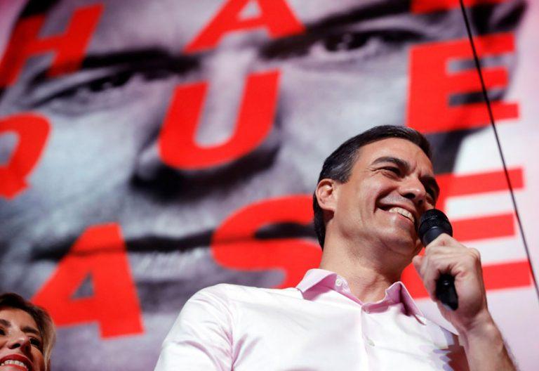 Pedro Sánchez celebra con sus seguidores en la sede del PSOE, en la calle Ferraz, su triunfo en las elecciones generales del 28 de abril de 2019