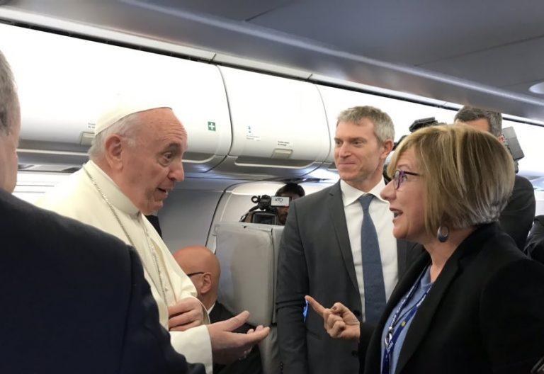 El Papa Francisco, con la corresponsal de Cope, Eva Fernández