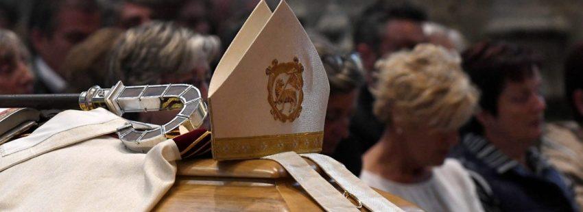 El arzobispo de Oviedo Jesús Sanz, presidió la misa exequial por el obispo de Astorga/EFE
