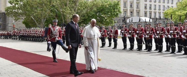 El papa Francisco, en su viaje a Bulgaria