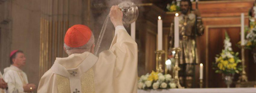 El cardenal Osoro inciensa la imagen de san Isidro