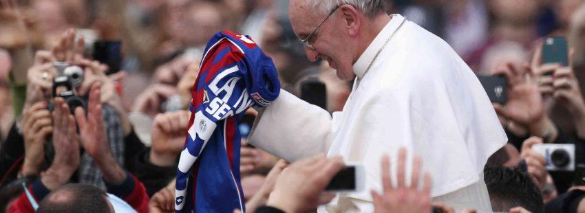 Francisco con la camiseta del San Lorenzo