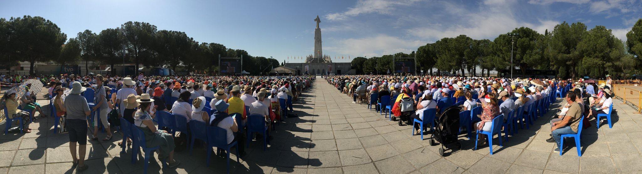 Vista panorámica de la celebración de la consagración al Sagrado Corazón/JULIÁN LOZANO